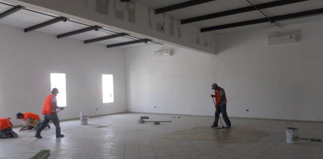 Piso Interior y Sheetrock en Vigas